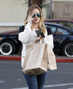 http://img133.imagevenue.com/loc474/th_834300234_Hilary_Duff_shops_at_Ralph_s_in_Beverly_Hills6_122_474lo.jpg