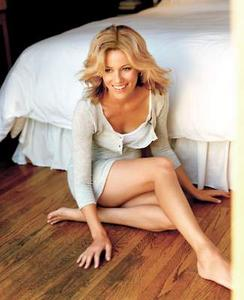 [IMG]http://img133.imagevenue.com/loc491/th_712458808_ElizabethBanks11_123_491lo.jpg[/IMG]