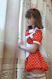 http://img133.imagevenue.com/loc519/th_105007515_tduid300163_Silver_Sandrinya_maid_1_038_122_519lo.JPG