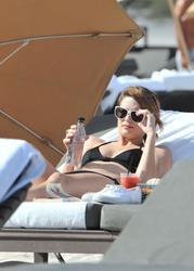 http://img133.imagevenue.com/loc592/th_312971581_XAIQ75IK7R_Mischa_Barton_Wearing_a_Bikini_in_Miami006_122_592lo.jpg