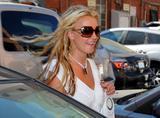 th_84388_Celebutopia-Britney_Spears_on_Robertson_at_Lisa_Kline_store-01_122_879lo.jpg